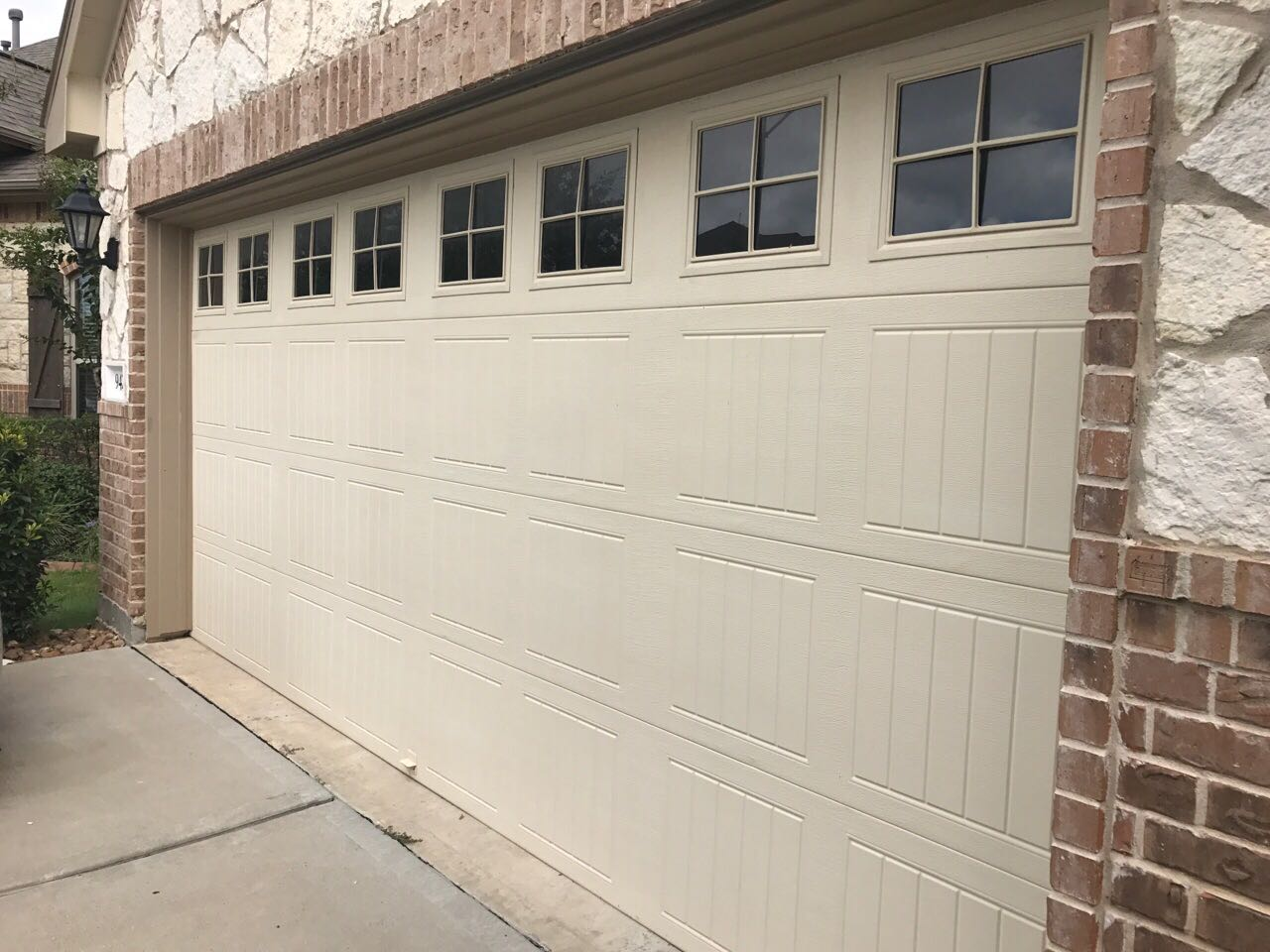 How to select the right material garage door home owners for Garage materials